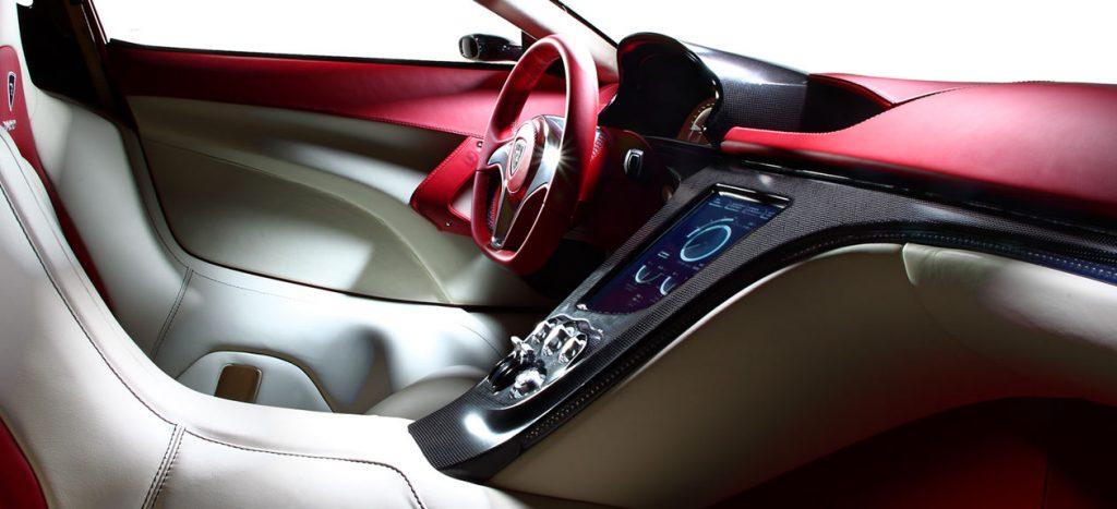 obr. 4 Interiér elektromobilu Concept One